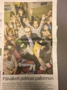 """Kulttuuri ja taide » Päiväkoti Asemapäällikkö sai Lapin taidepalkinnon 127 Taiteen edistämiskeskus (Taike) Päiväkoti Asemapäällikkö sai Lapin taidepalkinnon Tiedote. Julkaistu: 15.12.2016 klo 10:00 Julkaisija: Taiteen edistämiskeskus (Taike) Lapin taidetoimikunta on myöntänyt vuoden 2016 taidepalkinnon rovaniemeläiselle Päiväkoti Asemapäällikölle. Palkinto on suuruudeltaan 5000 euroa ja se maksetaan veikkausvoittovaroista. Toimikunta perusteli palkintoa seuraavasti: Taiteen edistämiskeskuksen vuoden 2016 teemana on """"Taide on lasten"""". Teemavuonna Taike vahvistaa lasten ja nuorten aitoa ja vaikutuksellista osallisuutta maassamme. Tavoitteena on nostaa lasten- ja nuortenkulttuurin asemaa esille useilla eri foorumeilla. Lapin taidetoimikunta kokee taiteen ja kulttuurin saatavuuden ja saavutettavuuden olevan keskeisessä asemassa lastenkulttuurin edistämisessä samoin luovuuden vahvistamisen sekä kulttuurin tuomisen osaksi lasten arkea. Päiväkoti Asemapäällikössä kaiken toiminnan lähtökohta on leikkivä, luova, ainutlaatuinen lapsi. Päiväkodissa on monipuolista toimintaa, jossa korostuvat erityisesti luovan toiminnan monet muodot. Taiteenaloissa painottuvat musiikki, draama ja kädentyöt. Esimerkiksi vuosittain päiväkodin henkilökunta yhdessä lasten ja vanhempien kanssa toteuttavat musikaalin, jossa estradille pääsevät kaikki päiväkodin lapset. Musikaalin tuotoilla rahoitetaan lasten taide- ja kulttuuriaktiviteetteja ympäri vuoden. Lapin taidetoimikunnan vuoden 2016 taidepalkinto myönnetään Päiväkoti Asemapäällikölle tunnustukseksi lähes kahden vuosikymmenen pitkäjänteisestä työstä, jonka avulla on kylvetty siemeniä tulevien sukupolvien taiteen ja kulttuurin tekijöiksi ja kokijoiksi.» Kulttuuri ja taide» Päiväkoti Asemapäällikkö sai Lapin taidepalkinnon 127 Taiteen edistämiskeskus (Taike) Päiväkoti Asemapäällikkö sai Lapin taidepalkinnon Tiedote. Julkaistu: 15.12.2016 klo 10:00 Julkaisija: Taiteen edistämiskeskus (Taike) Lapin taidetoimikunta on myöntänyt vuoden 2016 taidepa"""